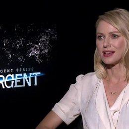 Naomi Watts - Evelyn - was Insurgent von Divergent unterscheidet - OV-Interview Poster
