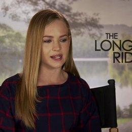 Britt Robertson über ihre Rolle - OV-Interview Poster
