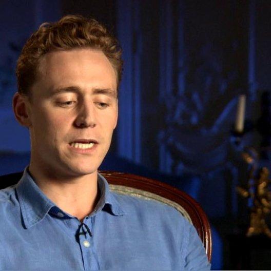 Tom Hiddleston (Capt Nicholls) über die Geschichte von die Gefährten - OV-Interview Poster