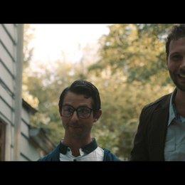Frank steht im Verdacht einen Raub begangen zu haben - Szene Poster