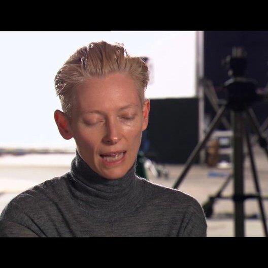 Tilda Swinton über die weiße Hexe als Oberbösewicht - OV-Interview