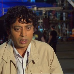 "Irrfan Khan - ""Erwachsener Pi Patel"" über den Regisseur Ang Lee - OV-Interview Poster"