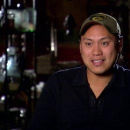 Jon M Chu (Regisseur) über die Charaktere - OV-Interview Poster