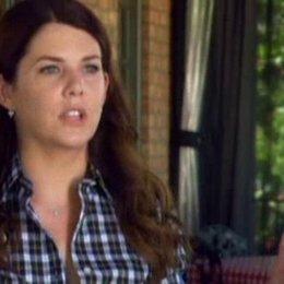 Lauren Graham (Joan Baxter), bekannt aus 'Gilmore Girls', über die Herausforderung, die Ehefrau eines Mannes zu spielen, der scheinbar verrückt geword Poster
