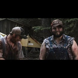 Tucker (Alan Tudyk) und Dale (Tyler Labine) müssen sich vor dem Sheriff rechtfertigen - Szene Poster