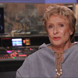 Cloris Leachman (Gran) über das Training - OV-Interview
