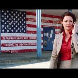 Stephanie kommt von ihrer ersten Schiessstunde mit Ranger zurück - Szene Poster