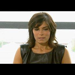 Valeria Solarino über die Arbeit mit Michele Placido und Kim Rossi Stuart - OV-Interview Poster
