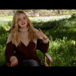 Elle Fanning - Lily Miska - über ihre Rolle - OV-Interview Poster