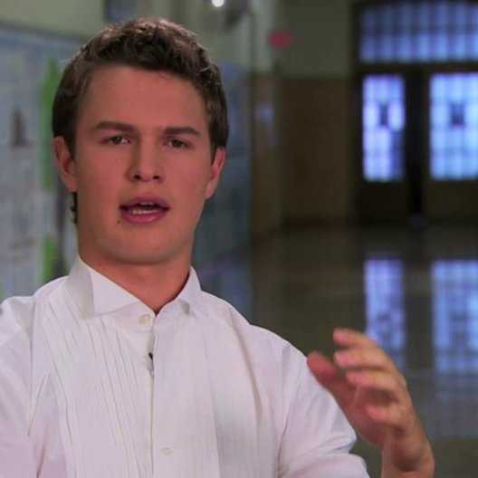 Ansel Elgort über Kimberly Peirce - OV-Interview