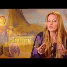 ESTHER SCHWEINS / Fiona deutsche Stimme über Shreks neues Verhältnis zu Fiona - Interview Poster