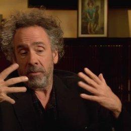 Tim Burton - Regisseur - über seine erste Begegnung mit dem Filmstoff - OV-Interview Poster