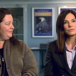 Sandra Bullock - Ashburn - und Melissa McCarthy - Mullins - über Freiheit beim Improvisieren - OV-Interview Poster
