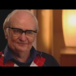 JIM BROADBENT über seine Rolle als Denis Thatcher - OV-Interview Poster