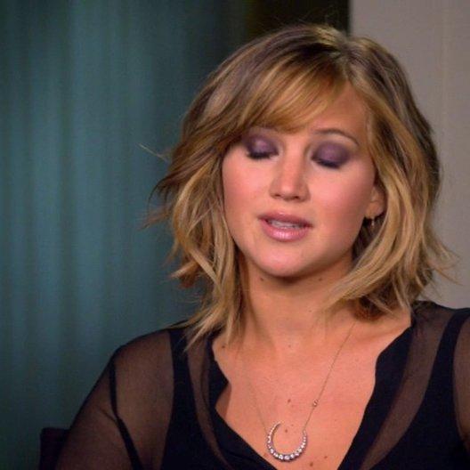 Jennifer Lawrence - Katniss Everdeen - über die Beziehung zwischen Katniss und dem Volk - OV-Interview Poster