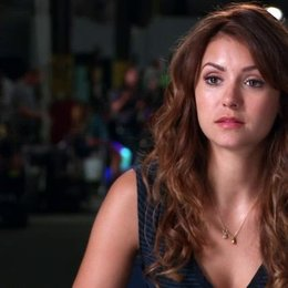 Nina Dobrev über ihre Rolle als Josie - OV-Interview Poster