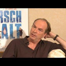 Herbert Knaup über die Annäherung zwischen Berg und Moehrer - Interview Poster