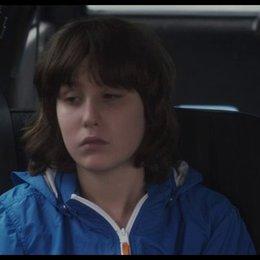 Bettie mit ihrem Enkel im Auto - Szene Poster