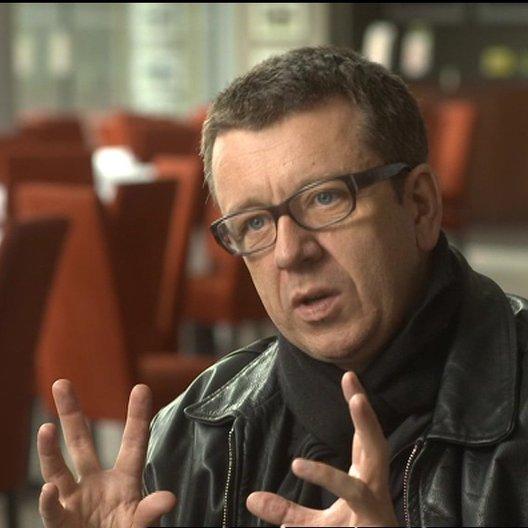 Peter Morgan (Drehbuch) über die globale Gemeinschaft - OV-Interview Poster