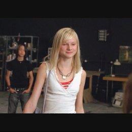 """Das Musikvideo zum Film: Michelle von Treuberg, Paula Riemann, Jette Hering, Lucie Hollmann und Zsá Zsá Inci Bürkle mit ihrem Song """"Ich weiß, es stimm"""