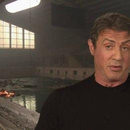 Sylvester Stallone - Barney Ross - über die Beziehung zwischen Barney und Stonebanks - OV-Interview