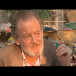 """Ronald Pickup - """"Norman"""" über das Drehen in Indien - OV-Interview Poster"""