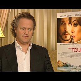 Florian Henckel von Donnersmarck (Regisseur) über die Arbeit mit den Megastars Jolie und Depp - Interview Poster