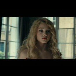 Violetta will nicht mehr als Nacktmodell stehen - Szene Poster
