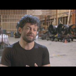 Andy Serkis (Caesar) über das Spielen von Caesar - OV-Interview Poster
