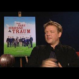 Justus von Dohnanyi (Richard Hartung) über die Figur Richard Hartung - Interview Poster