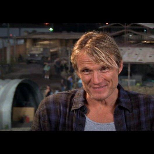 Dolph Lundgren über die Regie - OV-Interview Poster