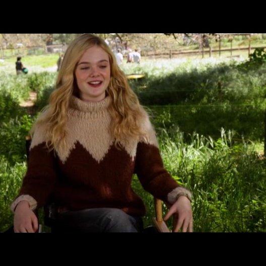 Elle Fanning - Lily Miska - über die Geschichte - OV-Interview Poster