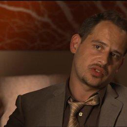 Moritz Bleibtreu (Deutscher Geschäftsmann) über seine Rolle - OV-Interview Poster