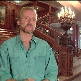 James Cameron (Regisseur) über die Titanic als Metapher - OV-Interview Poster