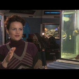 Carla Gugino über die Zusammenarbeit mit Jim Carrey - OV-Interview Poster