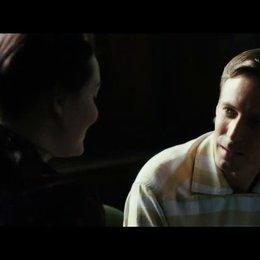 Gwens erstes Treffen mit ihrem noch jungen Grossvater in der Vergangenheit - Szene
