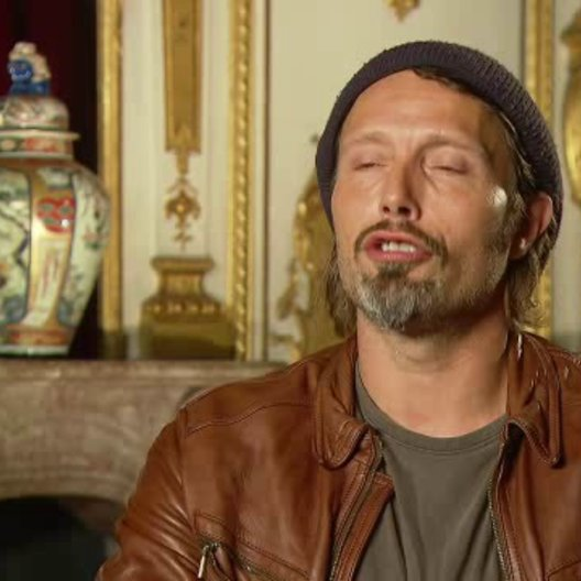 Mikkelsen über das Zeitlose an der Geschichte - OV-Interview