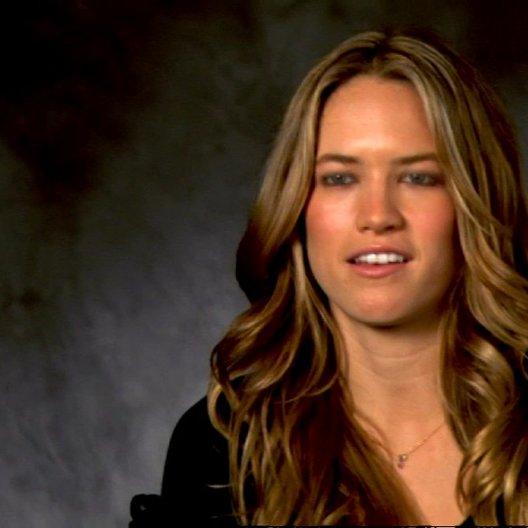 Cody Horn - Brooke über das Verhältnis zu ihrem Bruder - OV-Interview Poster
