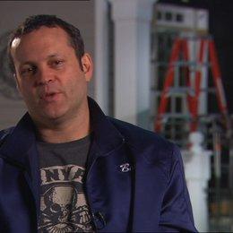 Vince Vaughn - Bob - über die Arbeit mit den anderen Schauspielern - OV-Interview Poster