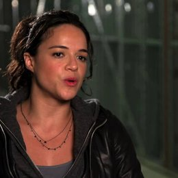 Michelle Rodriguez über die Besetzung - OV-Interview Poster