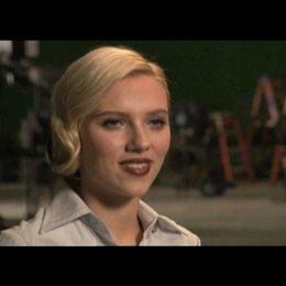 """Scarlett Johansson - """"Silken Floss"""" über ihre Szenen mit Samuel L. Jackson - Interview Poster"""