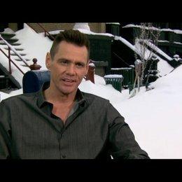Jim Carrey über die Arbeit mit Pinguinen am Set - OV-Interview Poster