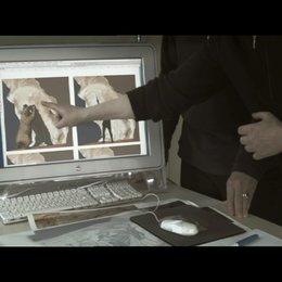 Werner Herzog beleuchtet die Höhle auch von der wissenschaftlichen Seite - Szene Poster