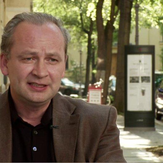 Von Schirach über die Authentizität seiner Kurzgeschichten - Interview Poster