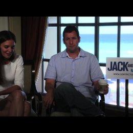 Katie Holmes über den Spaß, den sie dabei hatte, ihre Rolle zu spielen - OV-Interview