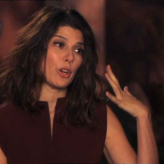 Marisa Tomei (Alice Simmons) über ihre Rolle - OV-Interview Poster