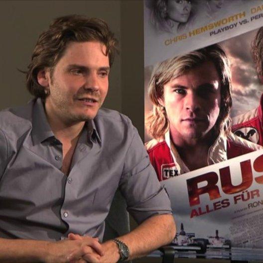 Daniel Brühl -Niki Lauda- über Niki Lauda - Interview Poster
