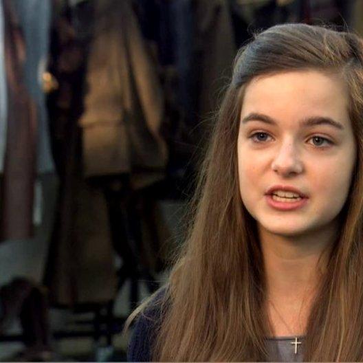 Celine Buckens (Emilie) darüber wie Emilie die Pferde findet - OV-Interview