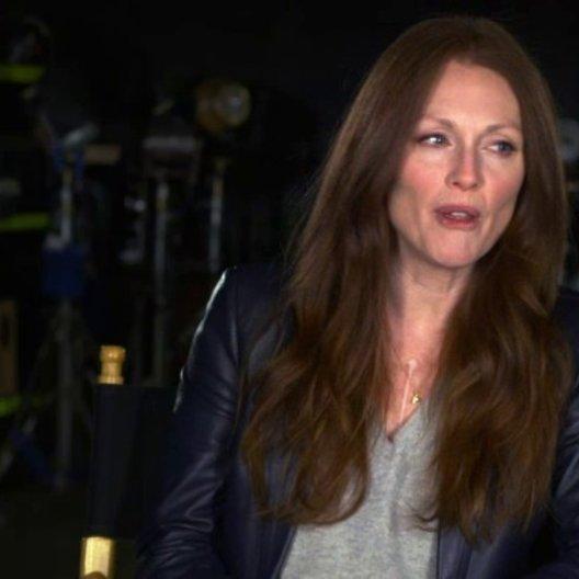 Julianne Moore - Jen Summers - über den Drehort - OV-Interview Poster