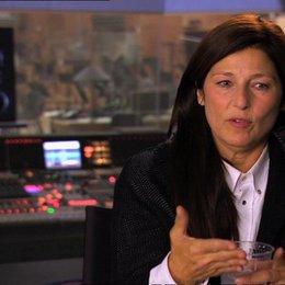 Cahterine Keener (Ugga) über die Welt die erschaffen wurde für den Film - OV-Interview